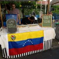 Uma das barracas com a culinária venezuelana. Foto: Pauline Almeida
