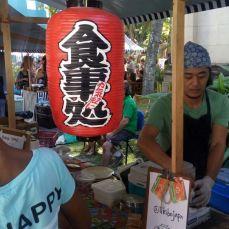 Barraca com comidas japonesas. Foto: Otávio Ávila
