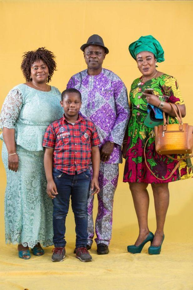 Família nigeriana após culto evangélico no centro de São Paulo